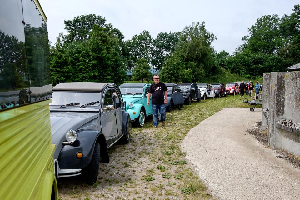 Bilerne linet op til start fra Grønderup.